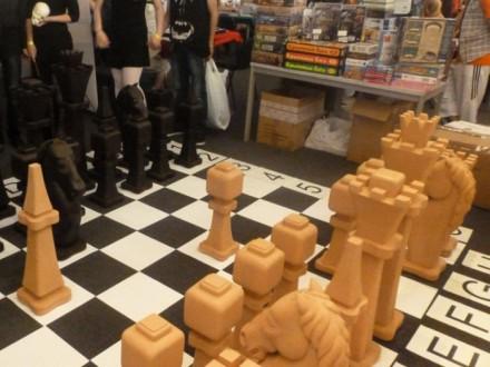 Шахматы напольные уличные из дерева 2.