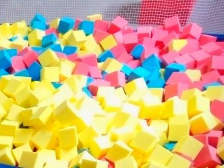 Поролоновые кубики для поролоновой ямы.